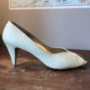 Bruno Magli winter white snakeskin Pumps 10AAA